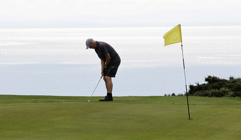 Putting at Colvent for South of Scotland Golf
